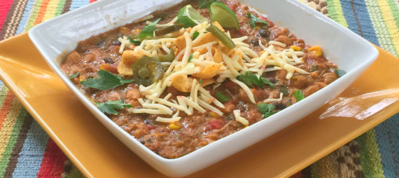 Slow Cooker Spicy Smoked Chicken Chili