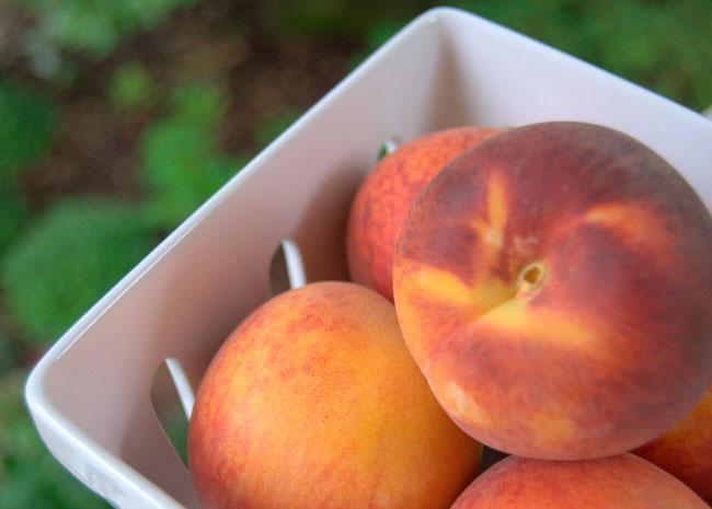 taste-arkansas-peaches-in-baske