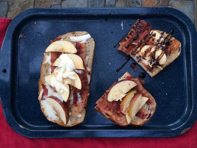 toasted bread topped with apples and bacon