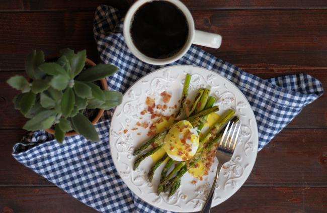 asparagus-eggs-benedict-1