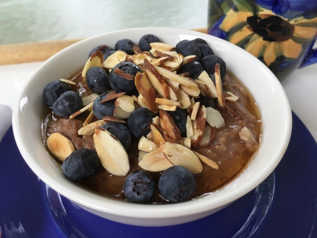 slow cooker steel cut oats with blueberries horz (1)